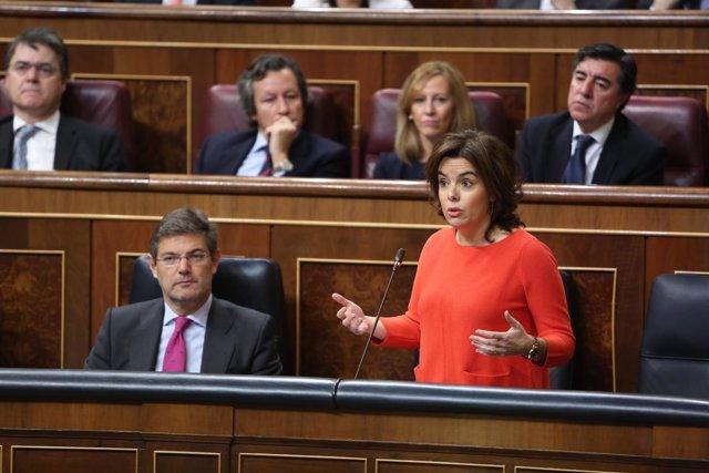 Soraya Sáenz de Santamaría y Rafael Catalá en la sesión de control al Gobierno