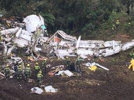 """La azafata del vuelo del Chapecoense: """"El avión se apagó por completo"""" antes de caer"""