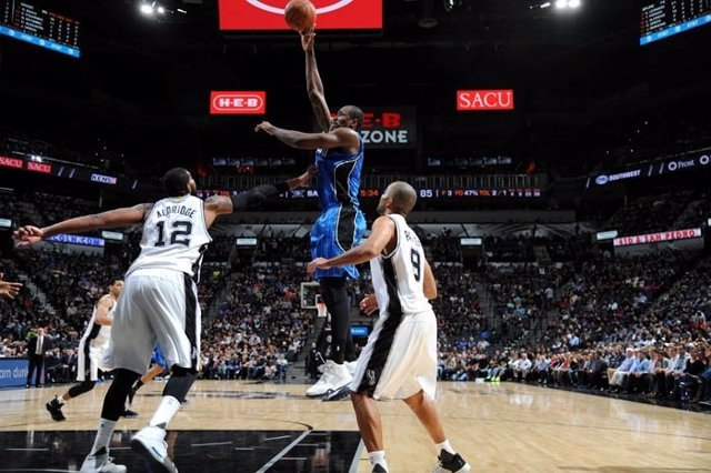 Ibaka en el Orlando Magic - San Antonio Spurs
