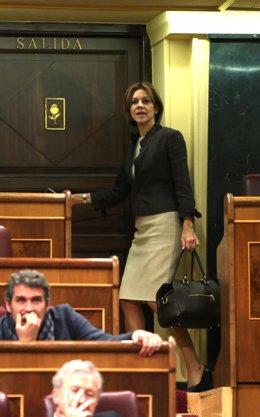 Cospedal en la puerta de salida del hemiciclo del Congreso de los Diputados