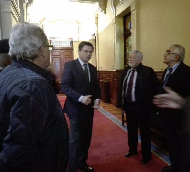 El presidente de la Junta, Pedro Sanjurjo, recibe a afectados por la A-64