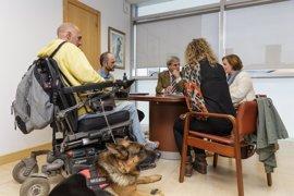 Cantabria regula el acceso a lugares públicos de perros de ayuda a discapacitados