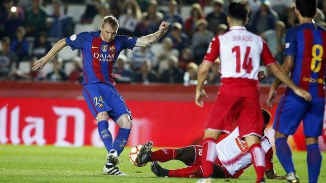 Mathieu en una acción del partido ante el Espanyol de la Supercopa