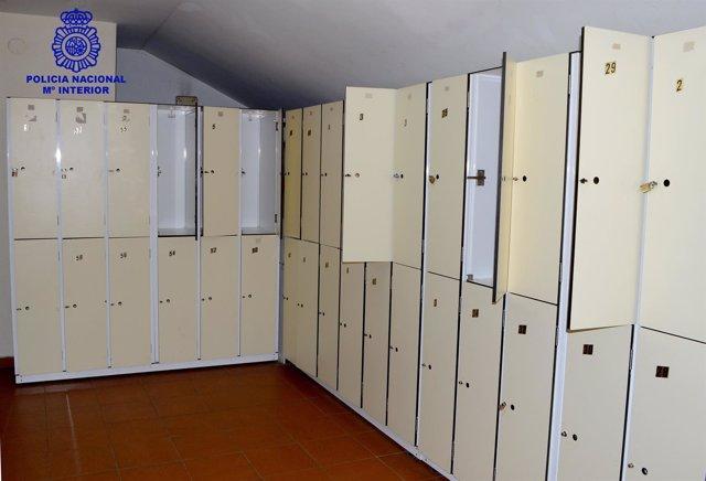 Detenida una mujer en Ourense por robos en taquillas en el pabellón Os Remedios.
