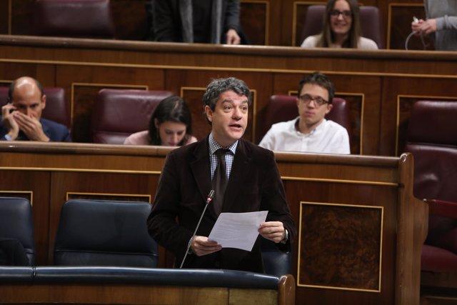 Álvaro Nadal en la sesión de control en el Gobierno en el Congreso