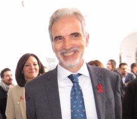 """El consejero de Salud, dispuesto a """"cambiar cosas"""" en la reordenación hospitalaria en Granada"""