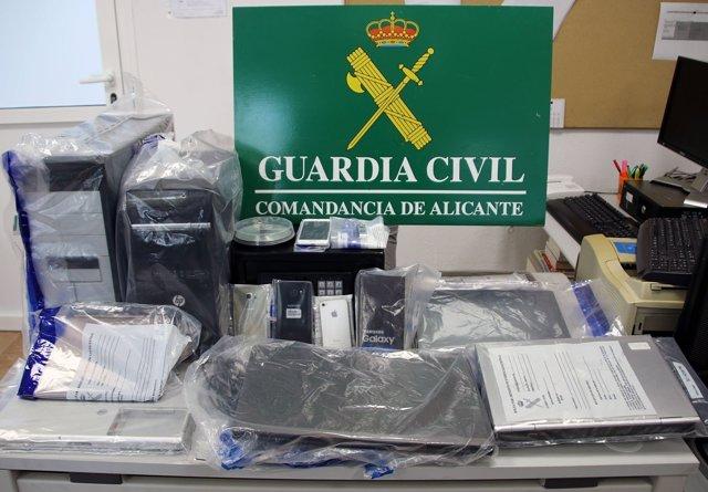 Dos detenidos por clonar tarjetas de crédito