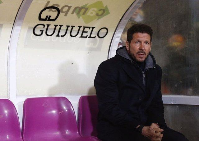 Diego Pablo Simeone en el banquillo del Guijuelo en Copa del Rey