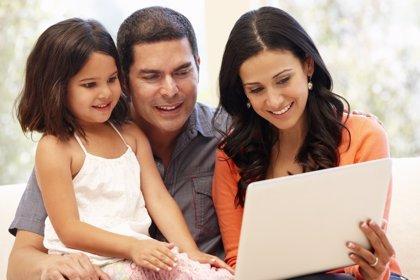 Los padres son más activos en Facebook, según un estudio