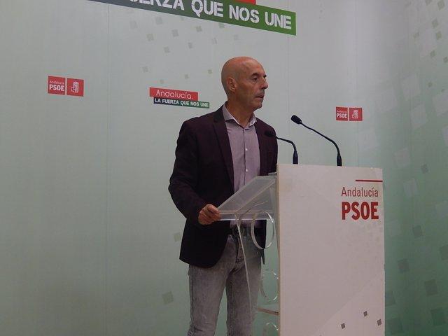 Antonio Hurtado en la sede del PSOE