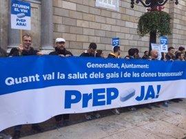 Unas 50 personas protestan en Barcelona para pedir la pastilla que previene el VIH