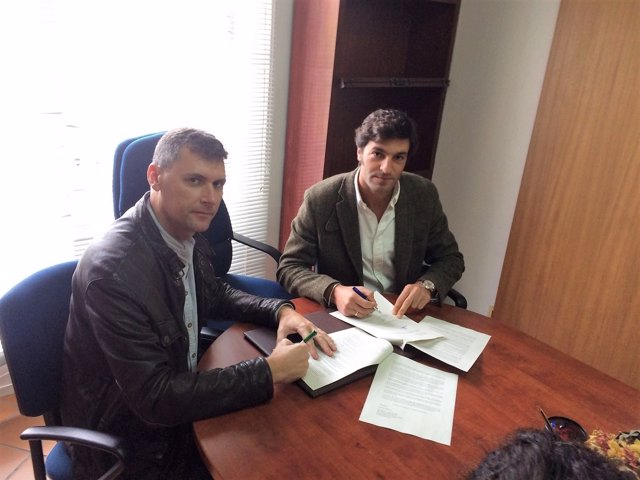 IU y PP firman moción de censura en Jimena de la Frontera