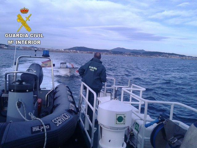 La Guardia Civil investiga embarcaciones por furtivismo.