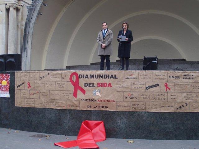 Lectura del manifiesto por parte de la alcaldesa, Cuca Gamarra