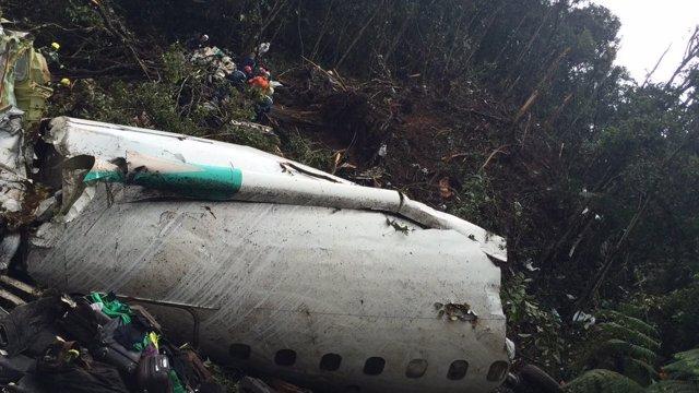 Restos del avión estrellado en Colombia
