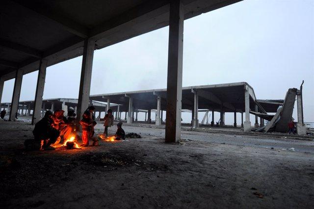 Sirios desplazados del este de Alepo