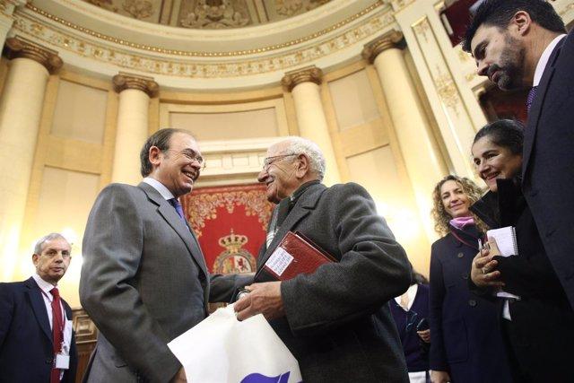 El presidente del Senado, Pío García-Escudero, recibe a los visitantes