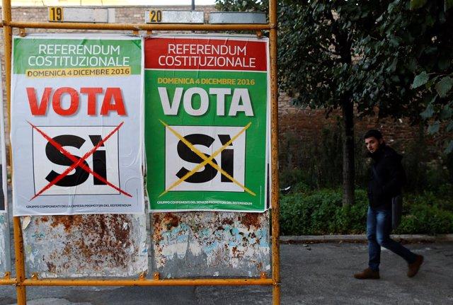 Carteles del referéndum constitucional en Italia
