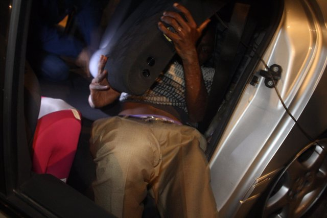 Inmigrante oculto hallado en un coche en la frontera de Ceuta