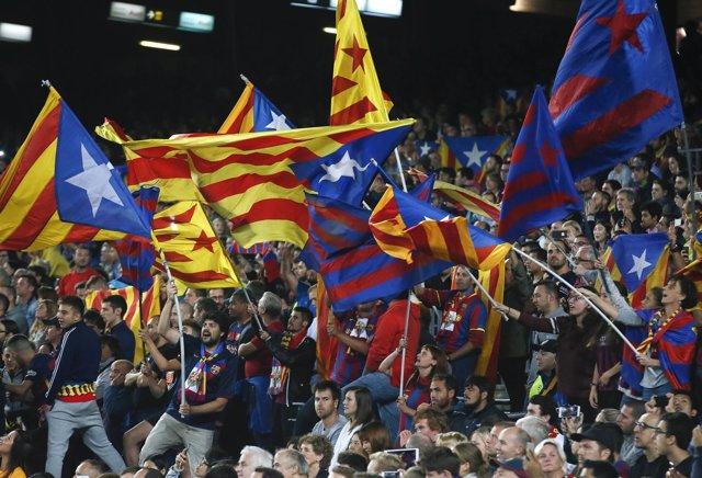 Barcelona esteladas aficionados afición
