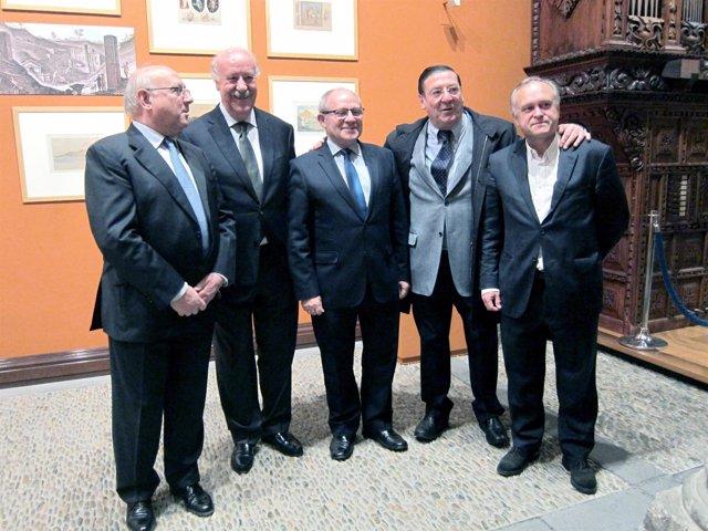 Vicente del Bosque con miembros de Ibercaja y Miguel Pardeza en Zaragoza