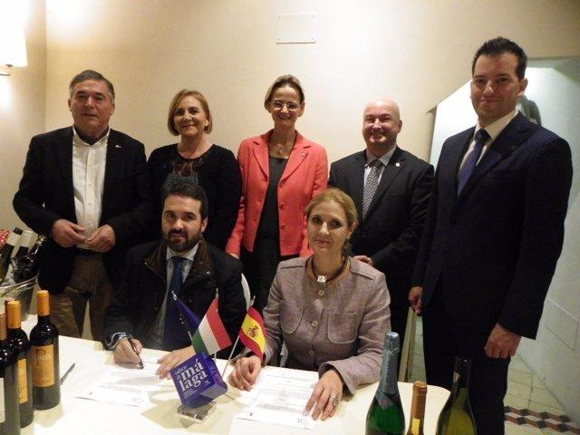 Firma convenio para promocionar productos Sabor a Malaga en Hungria