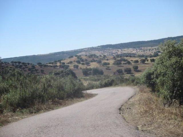 Carretera de Cañamero a Valdecaballeros