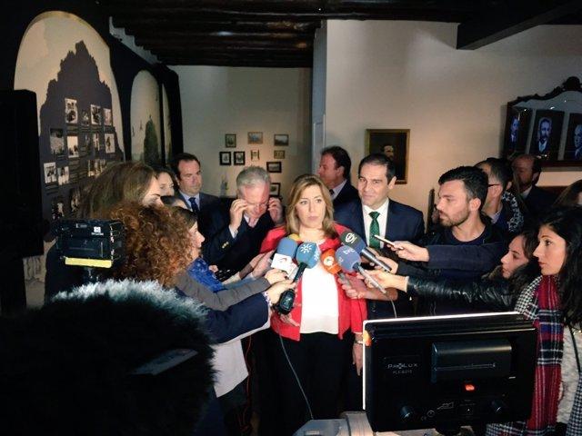 Susana Díaz atiende a los medios en Jabugo (Huelva)