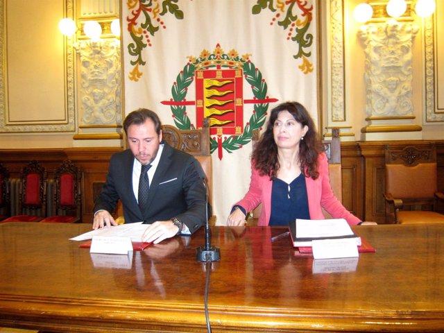 Oscar Puente y Ana Redondo presentan la programación navideña.