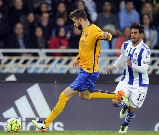 Gerard Piqué Carlos Vela Barcelona Real Sociedad