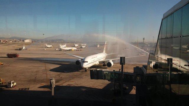 El avión de Royal Air Maroc ha sido bautizado a su llegada a Barcelona