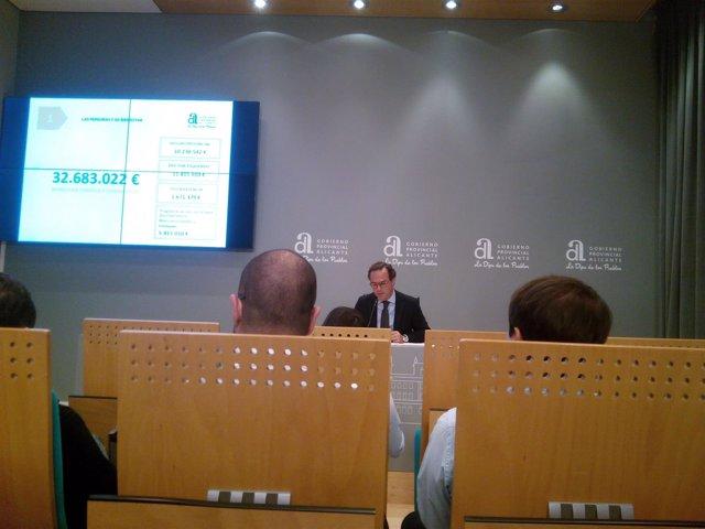 Carlos Castillo presenta el presupuesto para 2017