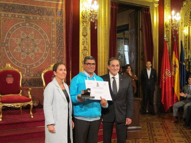 Uxue Barkos y George Sabe, premio 'Navarra' a la solidaridad 2016