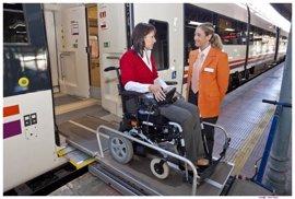 Renfe asiste en 2016 a más de 9.400 de personas con discapacidad en Extremadura