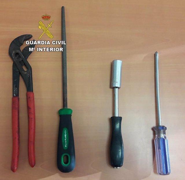 Herramientos usadas para robar baterías de coche