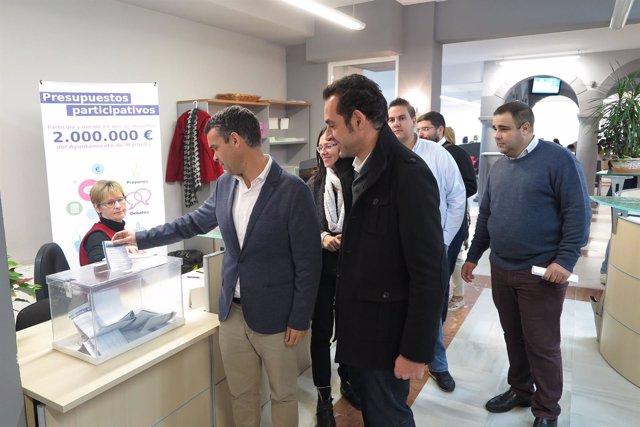 Bernal y Díaz votan presupuestos participativos marbella