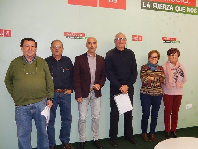 Hurtado (centro), con sindicalistas de UGT