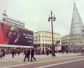 La 'Blanca Navidad' de Narcos y Netflix en la Puerta del Sol desata la polémica
