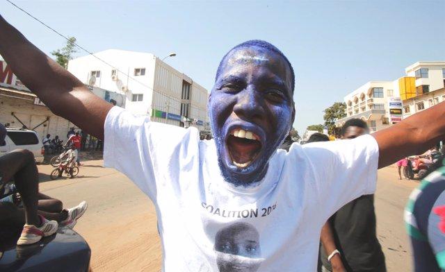Seguidor de Adama Barrow en Gambia