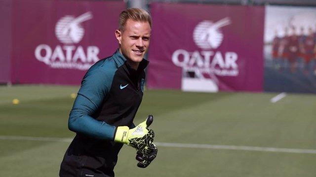 Ter Stegen entrenando con el Barcelona