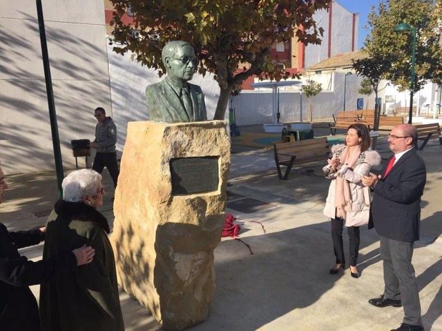 Lambán y Ladrero han inaugurado la escultura en recuerdo de Juan Sancho