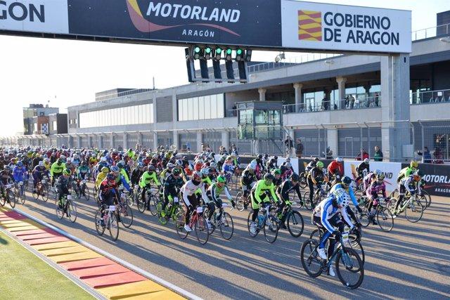 Participantes de la prueba de ciclismo de La Invernal de Motorland