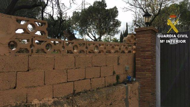 Imagen de la valla saltada por los perros