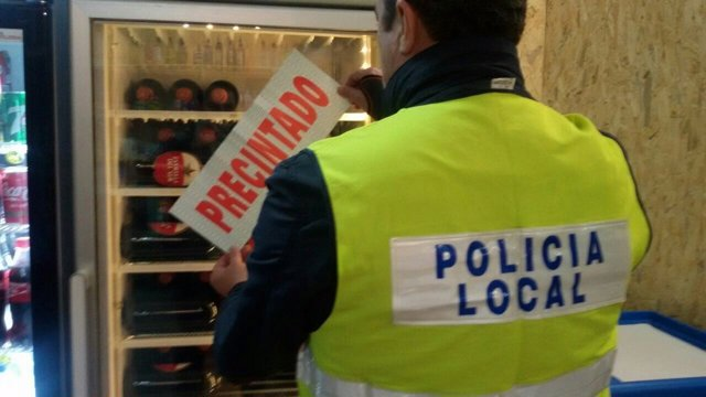 Policía Local de Sevilla precinta un local