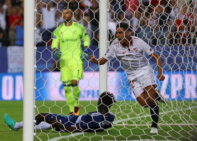Ben Yedder celebra su gol ante el Lyon