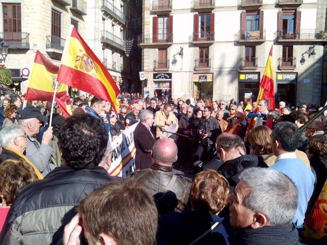 Manifestación de D'Espanya i Catalans por el día de la Constitución