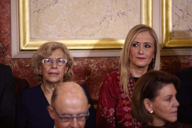 Manuela Carmena y Cristina Cifuentes durante el Día de la Constitución