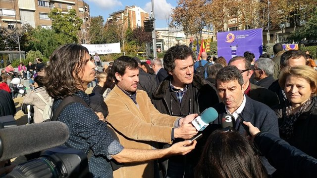 José Domingo (SCC) atiende a los medios en Badalona (Barcelona)