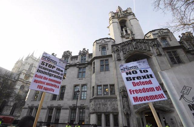 Protestas junto al Tribunal Supremo de Reino Unido