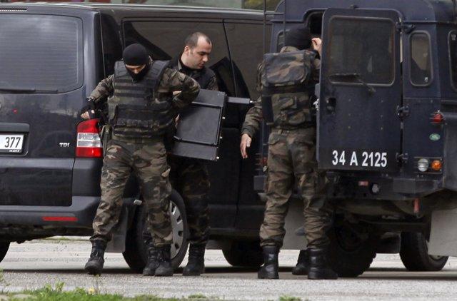 Miembbros de la policía turca